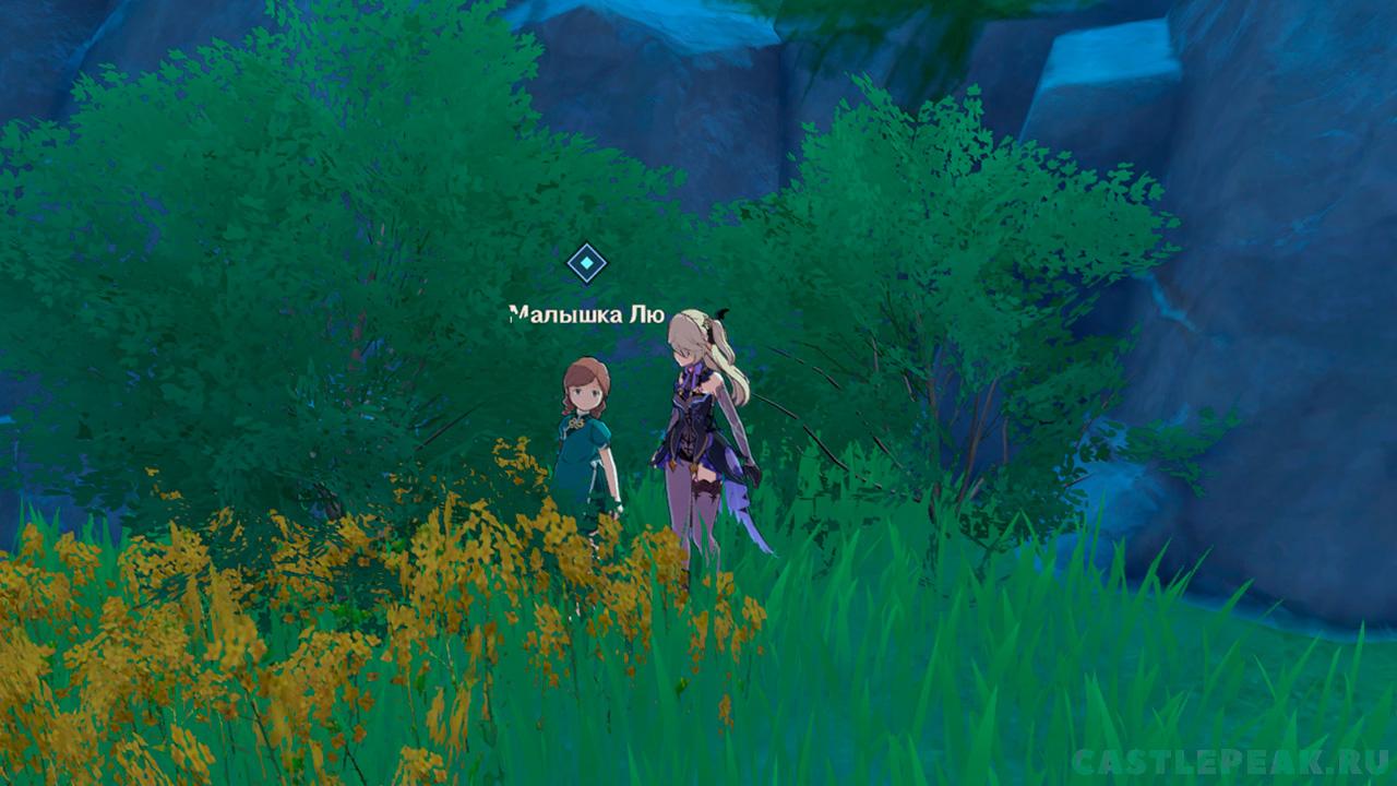 Малышка Лю прячется в кустах по квесту Воля Камня в Genshin Impact